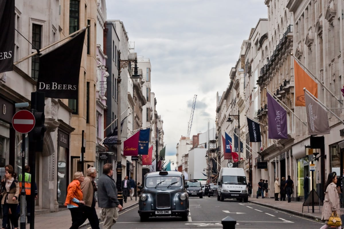 aily busy life with traffic at Bond Street