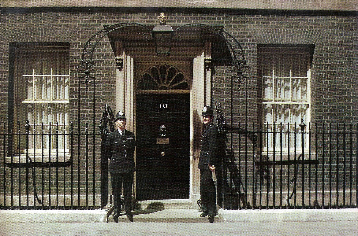 """""""10 Downing Street with 2 guards"""""""